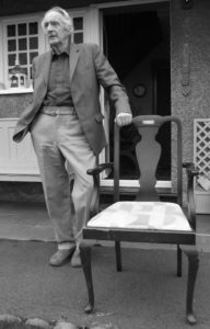 Vernon Jones, gyda chadair Eisteddfod Abergorlech 1960